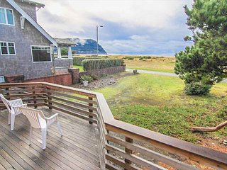 Recently remodeled oceanfront home on the Prom in Seaside, OR