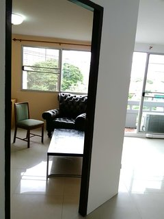 Cozy 2 bedroom Condo near MRT (Ratchadapisek station and Sutthisan station)