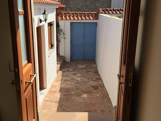 Beautiful traditional stone town house, close to beaches & hot springs, Mytilene