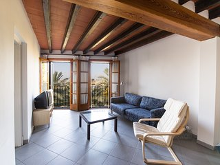 Apartment on Roman Wall, See View & Wi-fi, Palma de Mallorca