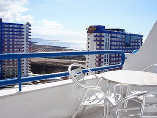 Great Holiday Apartment for 2 people, Shared Pool, WIFI, 3min walk to the beach, Playa Paraiso