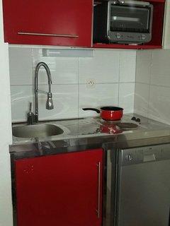 coin cuisine rééquipé à neuf et rénové en 2016- nouvelle robinetterie - Lave vaisselle 10 couverts