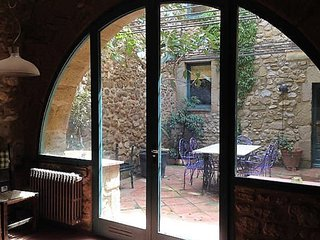 CASA MAURO PETIT Beautifully restored old stone house, 10 mins to beach
