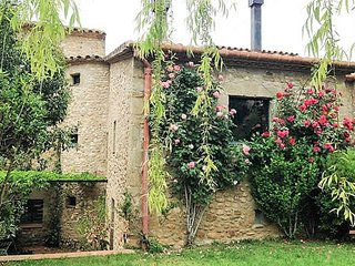 CASA MAURO, Costa Brava, old stone house, private garden. 10 mins to beach