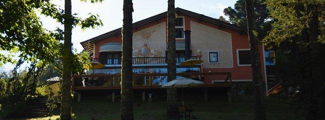Villa bei 900 m von centrinho capivari liegt mit 6 Suiten und Hotelservice