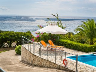 Stunning 3 bedroom garden villa with pool and sea view