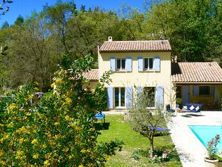 VILLA - private POOL with safe electric shutter, HORSES, nature, flowered garden