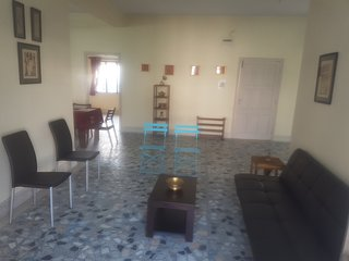 Spacious, Fully Furnished 2BHK in Posh Locality, Kolkata (Calcutta)