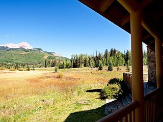 Log Cabin with Unbelievable Views - Ping Pong/Fire Pit - Heated Pool/Hot Tubs
