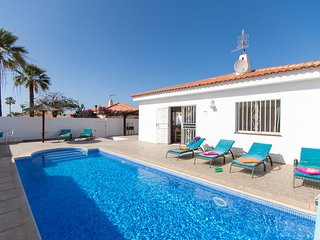 S7314922| Beautiful 3 Bedroom Villa. Private Heated Pool. WiFi. Callao Salvaje.