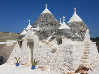 PARADISE TRULLO with olistic MASSAGES and YOGA., Ostuni