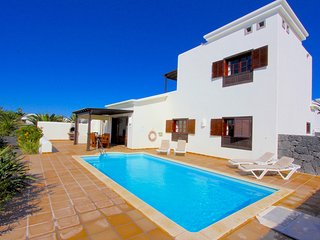 Beautiful 3 bed villa with private pool and Bali house set in a lush garden