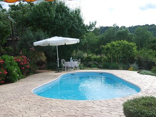 Les Pins, lovely views with private pool in a peaceful setting, Clermont l'Herault