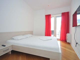 Glamorous one bedroom apartment on great location, Tre Canne, Budva