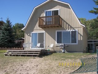 Vacation Beach House - Nicely furnished home on Lake Huron, Oscoda