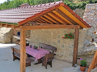 Magic Cottage 3 bedroom, cottage with stunning views 11km from Omis beaches