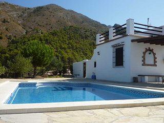 Stunning country house with views to Lake Vinuela