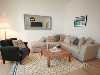 Luxury 3 Bed Apartment, 70 Metres From Seafront