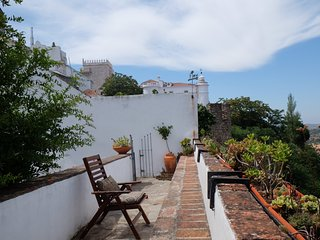 Castle Wall House - Renovated Apartment in Medieval Castle of Estremoz