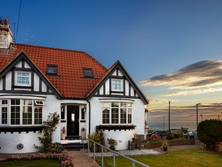 Misty Cottage,. A luxury 5 bedroom cottage with sea views, Whitby