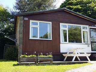 7 The Drive (Wave Holidays) near Bude - patio area with seating