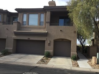 Stylish 2BD/2BA Luxury Condo/Townhouse in a North Scottsdale Gated Community