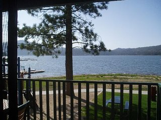 Big Bear Condo! Beautiful Lake View!, Big Bear Lake