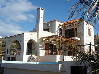 Craftsmans Pride a luxury Villa in Kokkino Chorio, Nr Almyrida, Crete