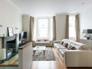 Lush 2-bed Chelsea maisonette