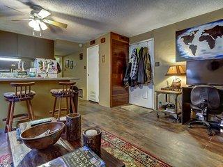 Intimate, garden-level condo - 1/2 mile to Park City Mountain