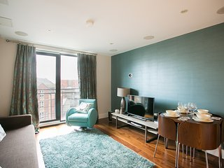 Custom House Residence - Luxurious City Center Apartment with private balcony