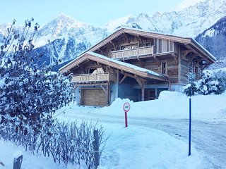 Luxury 5* 6 bedroom chalet in central Les Houches with 360 degree mountain views