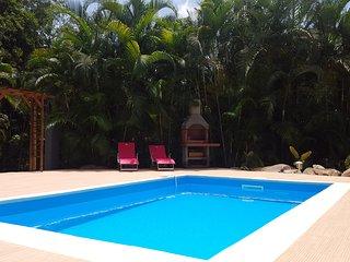 Villa neuve,Piscine, 4ch climatisées, 8 personnes, forêt Calme, proche Malendure