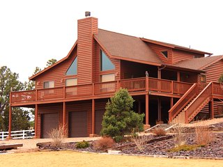 Beautiful Large Cabin with Game Room close to Skiing & Fishing!