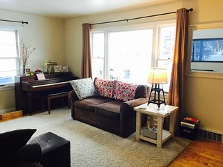 Spacious 3 Bedroom Cape Cod, Appleton