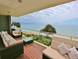 Gorgeous Beachfront Apartment, Bargara