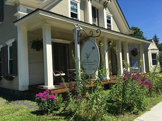 Central to the best spirits, artisan cheeses, and outdoor recreation. Sleeps 12., Morrisville