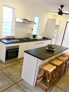 Full kitchen with breakfast bar. It's equipped with a built-in oven, 2-burner gas hob & cooking hood