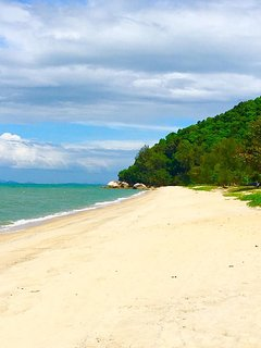 10 minutes walk to Teluk Bahang beach! Stop at Ujung Batu Cafe for some lunch