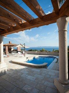 Blick von Außenterasse auf das Meer und die wunderschönen Dalmatinischen Inseln