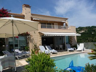 Villa - 2 km from the beach