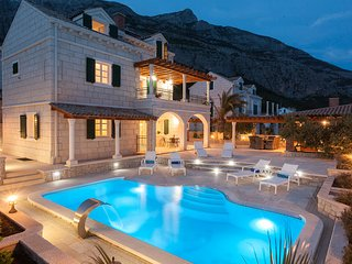 Villa Petra mit Pool, Makarska-Familienurlaub aus Träumen!! **Super-Lastminute**