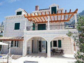 Villa Petra mit Pool, Makarska-Familienurlaub aus Traumen!! **Firstminute**