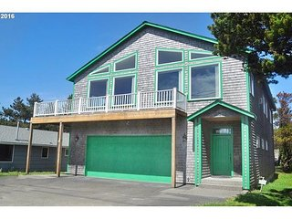 Beautiful 4 Bedroom, 3 Bathroom Home Near Beach, Seaside