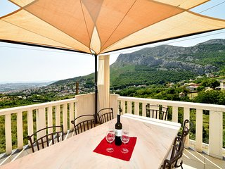 Apartment Mia features views of the sea and is 8 km from Split., Klis