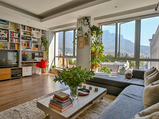 Luxury apartment with spectacular mountain views, Cape Town Central