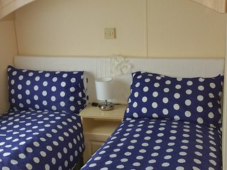 Supreme Home from home 6--8 berth 38ft fully equipped caravan, Isla de Mersea