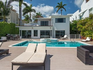 Villa Majestic - Spectacular 5 Bedroom Waterfront Home, Miami Beach