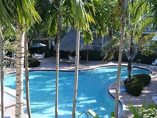 Coral Hammock Beautiful Poolside Home