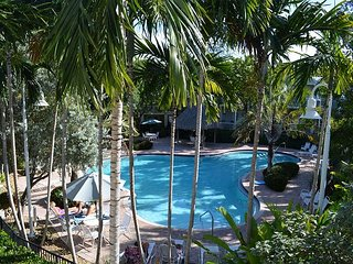 Coral Hammock Beautiful Poolside Home, Key West